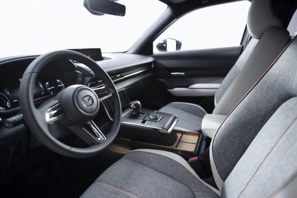 Primul model electric de serie Mazda, Mazda MX-30, lansat recent la Salonul Auto de la Tokyo poate fi deja precomandat și în România.