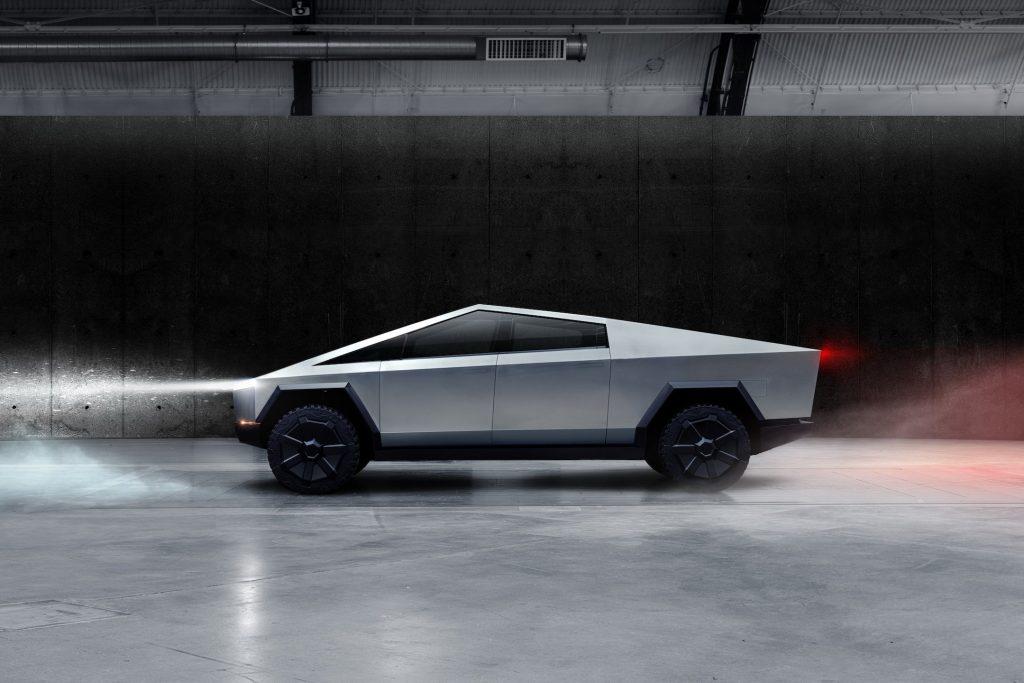elon-musk-a-prezentat-pickupul-tesla-cybertruck-modelul-electric-va-avea-o-autonomie-de-800-de-km-galerie-foto