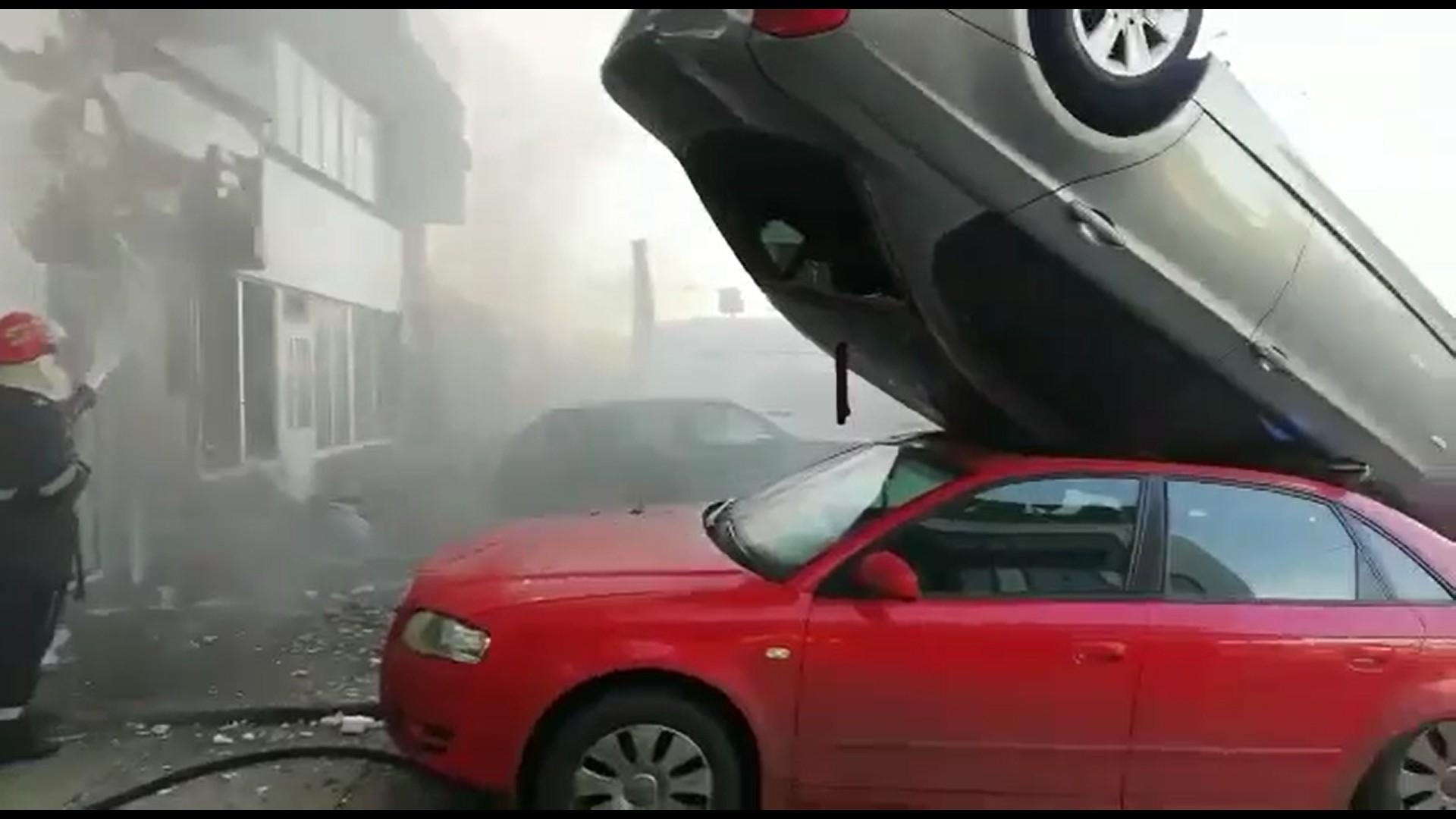 Explozie puternică la Galaţi. O benzinărie dezafectată a ...  |Explozie Galati
