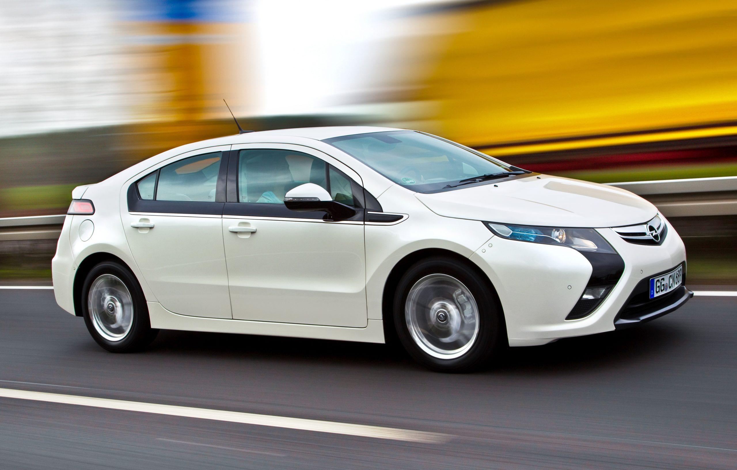 Cu au evoluat modelele electrice Opel în ultimii 50 de ani