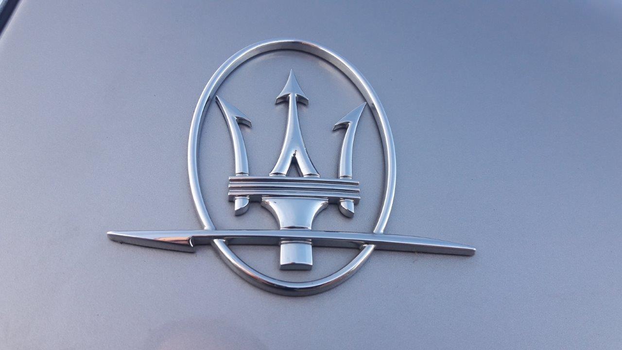 O bancă din România vinde un Maserati Quattroporte