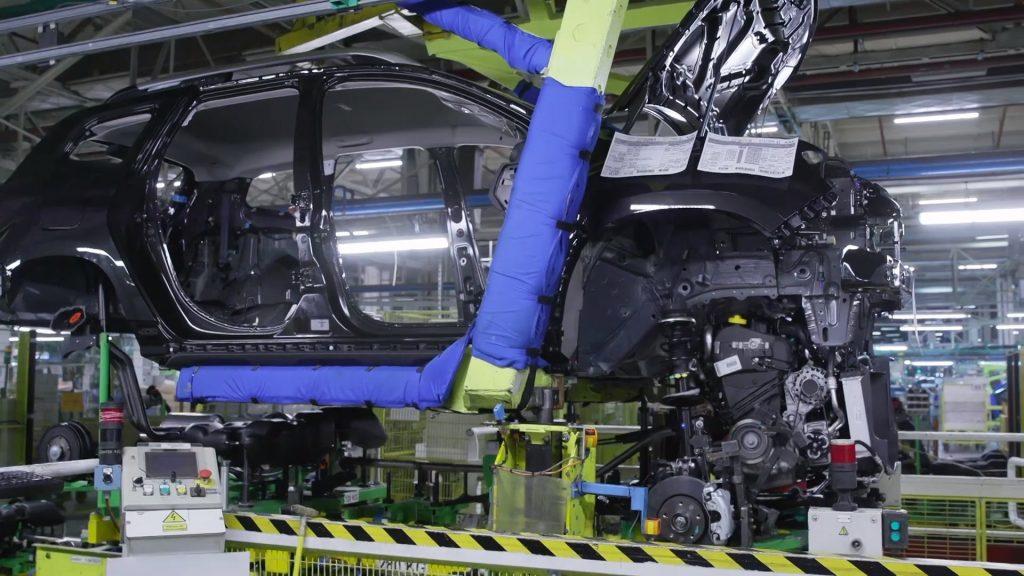 Uzina Dacia lucrează la 85