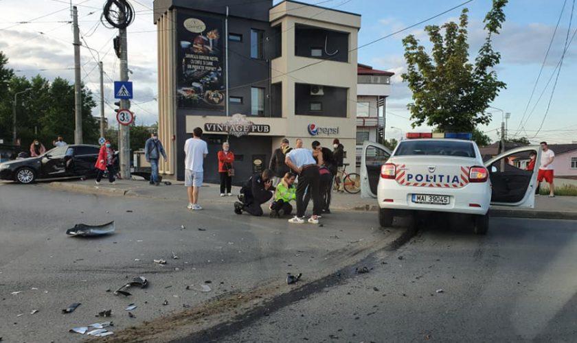 O poliţistă aflată în misiune a provocat un accident de circulaţie. Ce pedeapsă a primit?