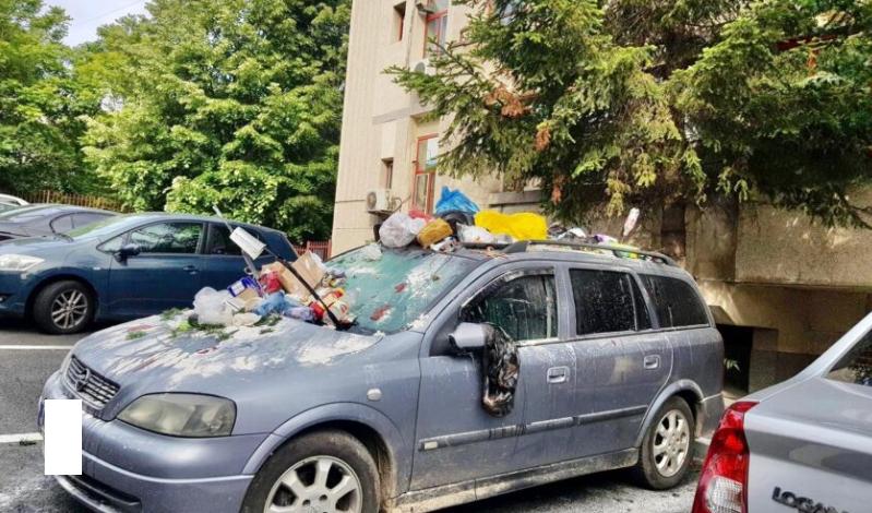 Un piteştean şi-a găsit maşina transformată în tomberon