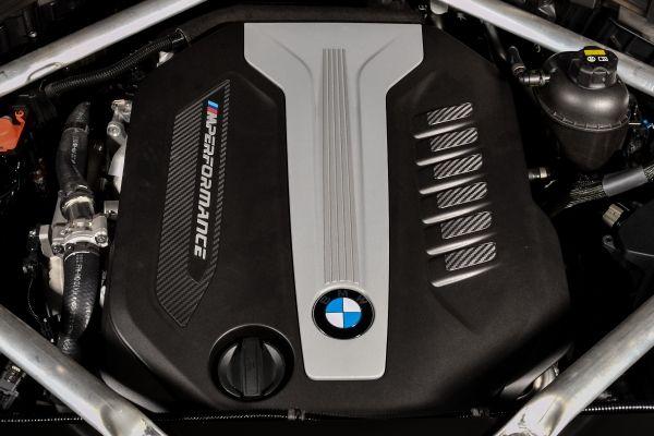 Singurul motor diesel cu patru turbinee M50d