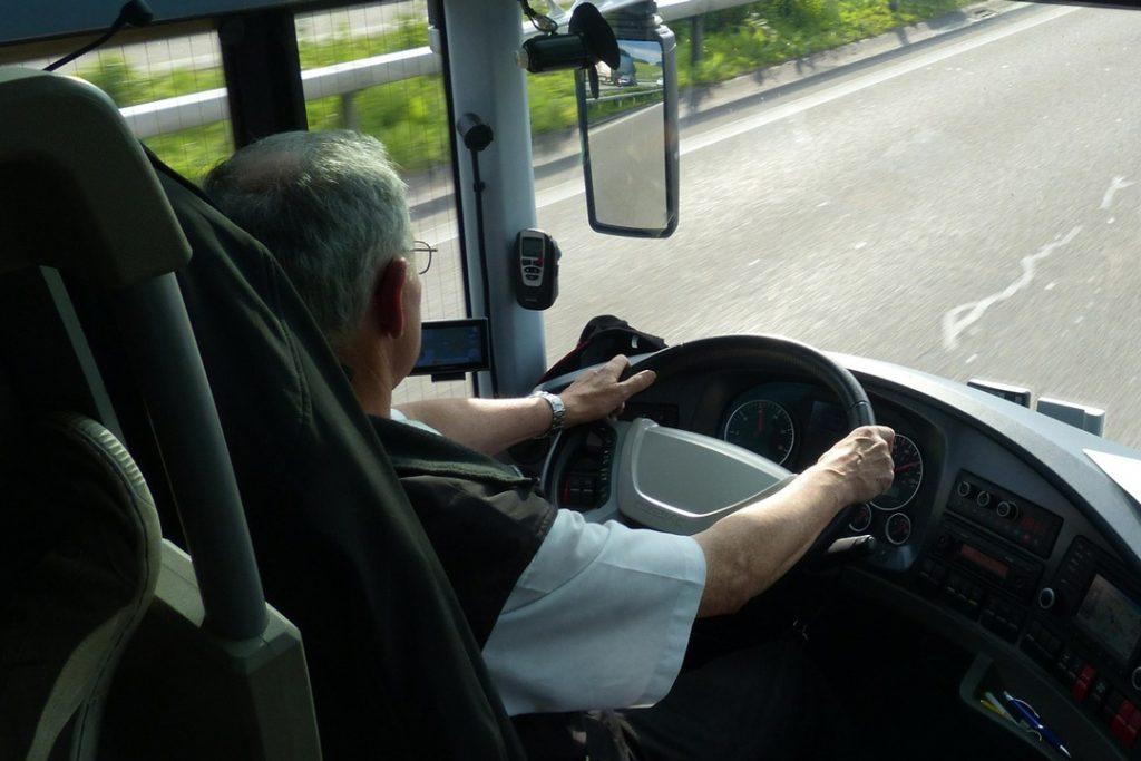 iofer-de-autobuz-dat-jos-de-polii