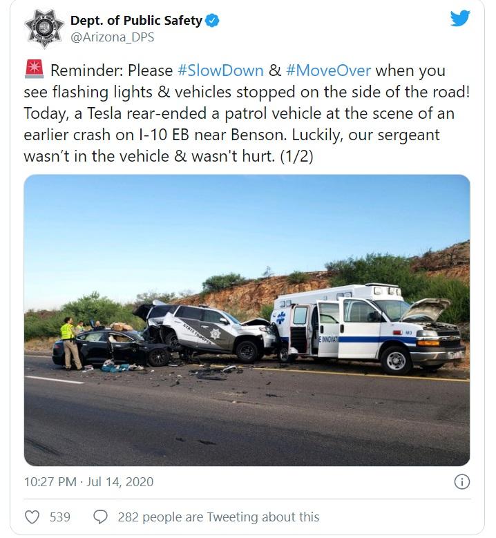Twitter accident Tesla masina de politie ambulanta Autopilot