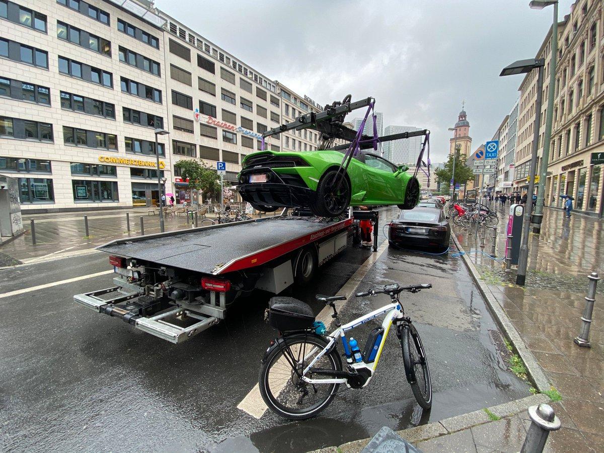 Motivul incredibil pentru care acest Lamborghini Huracan a fost ridicat de Poliție - FOTO