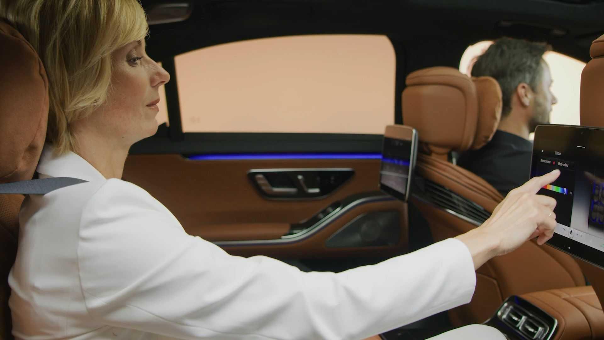 Interiorul limuzinei Mercedes-Benz Clasa S (16)