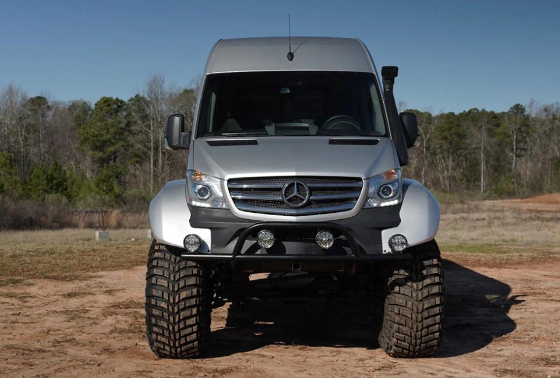 O firmă din Islanda a adus pe lume cel mai bizar Mercedes-Benz Sprinter