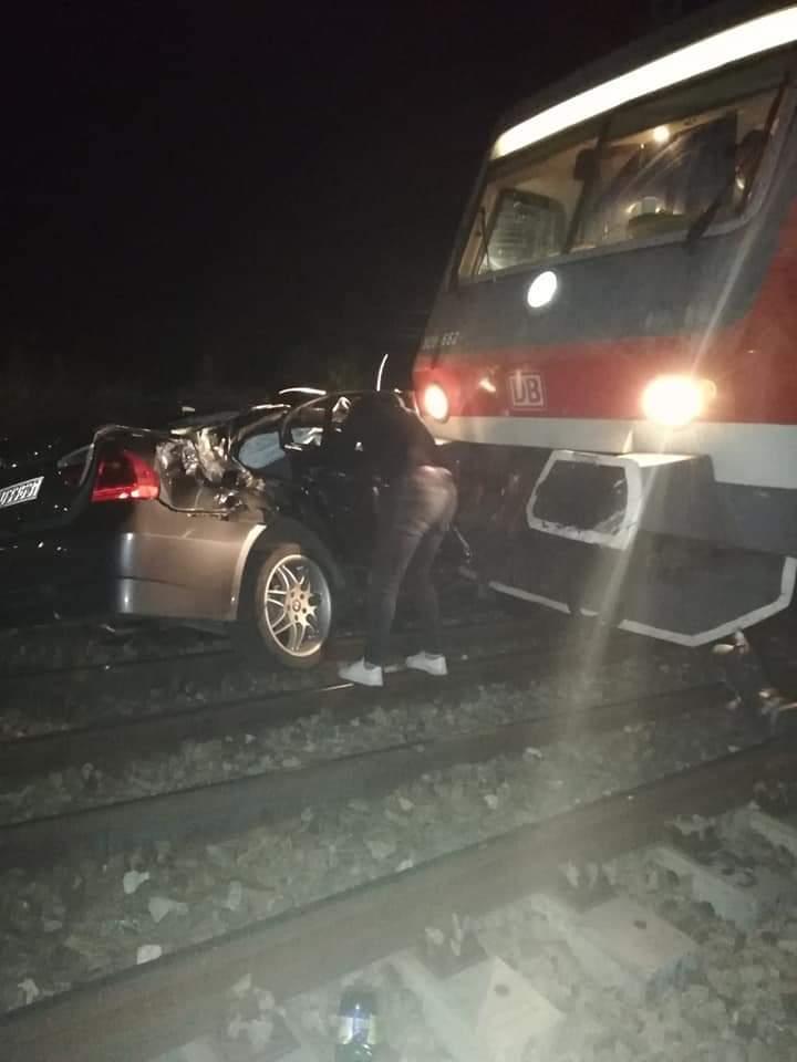Momentul în care o mașină este lovită de tren la Cluj