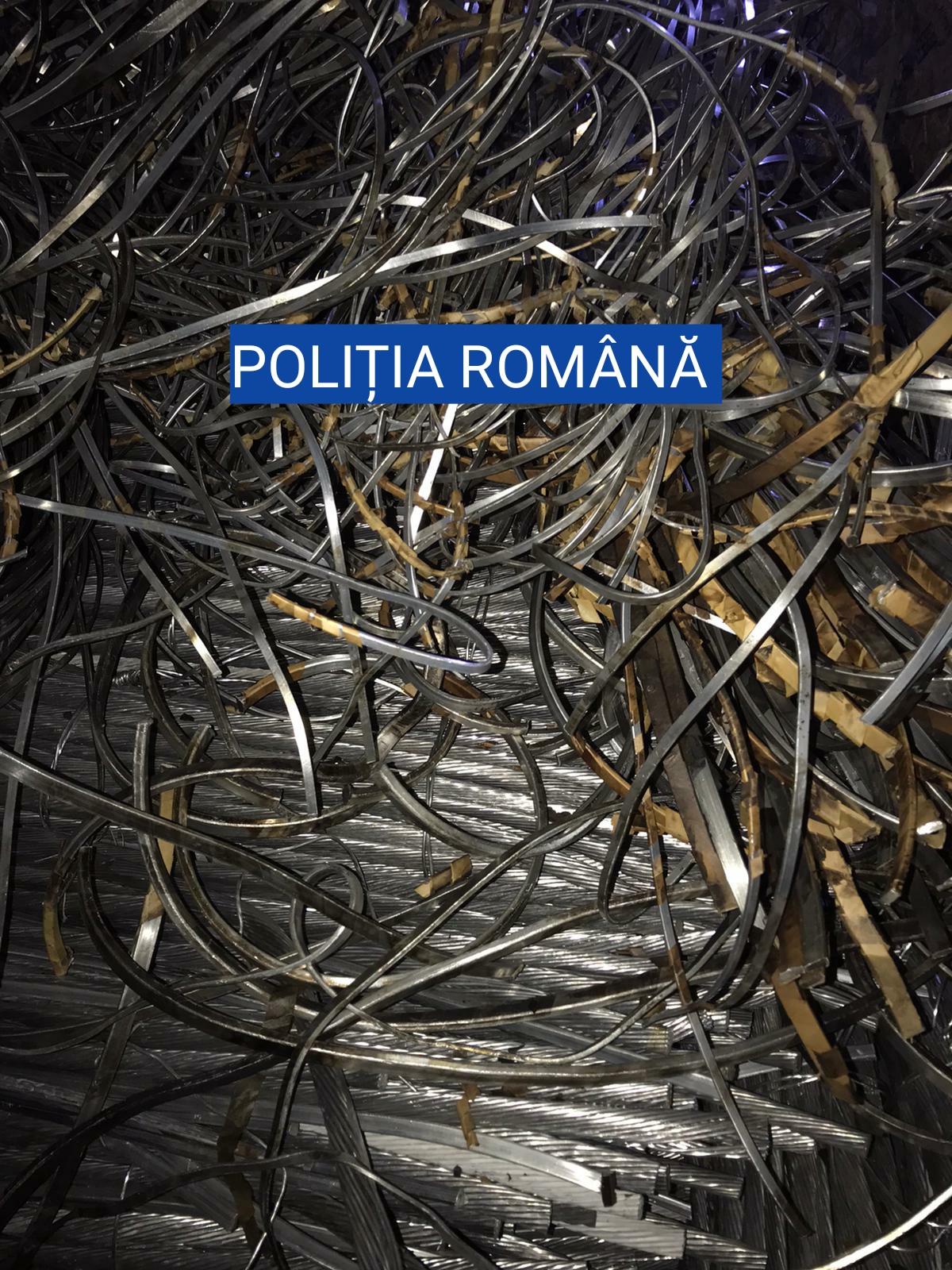 O captură de peste 3 tone de aluminiu, cupru şi alamă au fost depistate în autoutilitara unui craiovean - FOTO