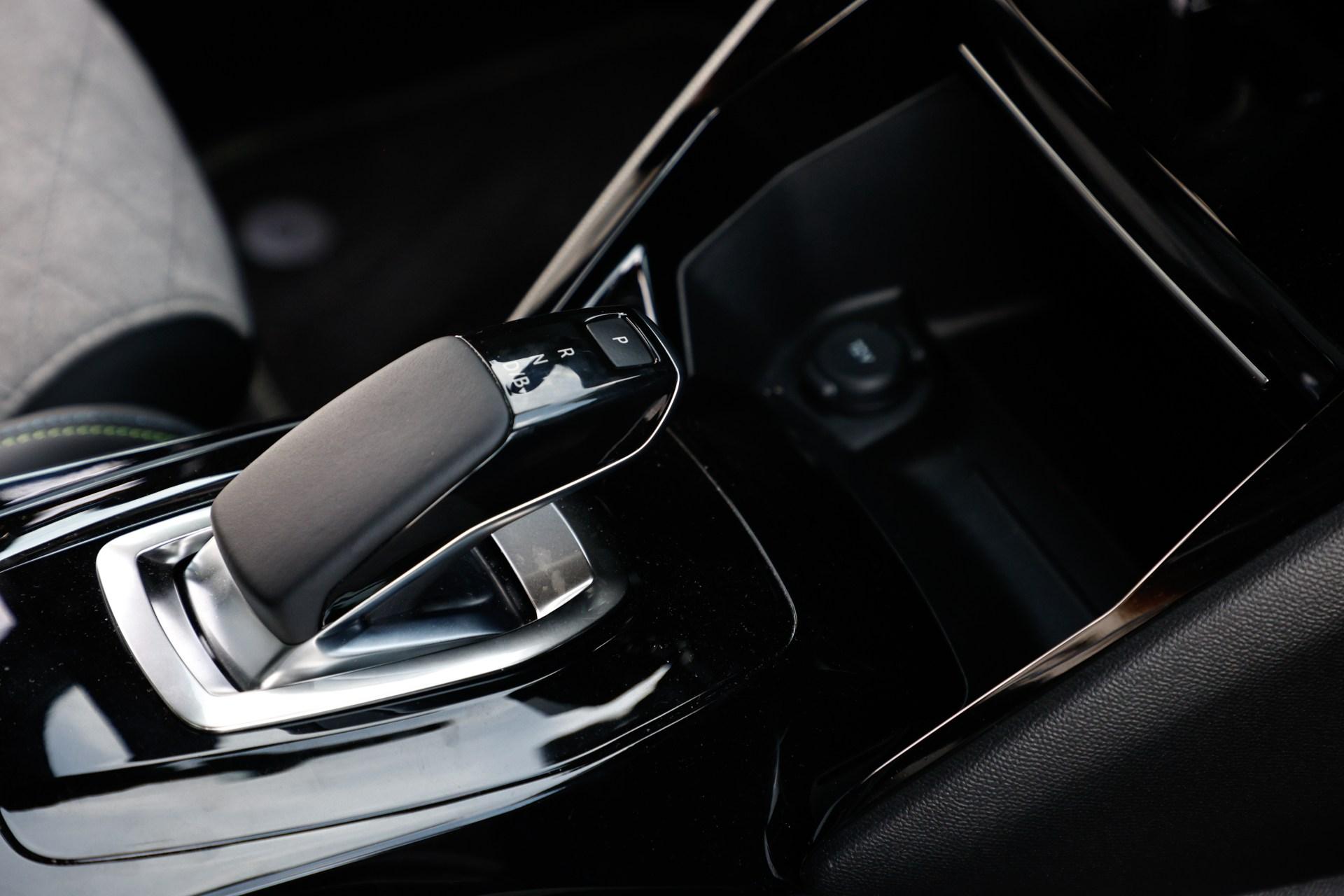 Test drive Peugeot e-2008. Crossover electric de oraș cu performanțe și autonomie decente