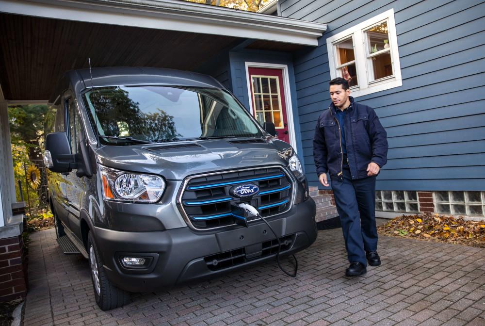 Ford prezintă E-Transit primul model Transit 100% electric