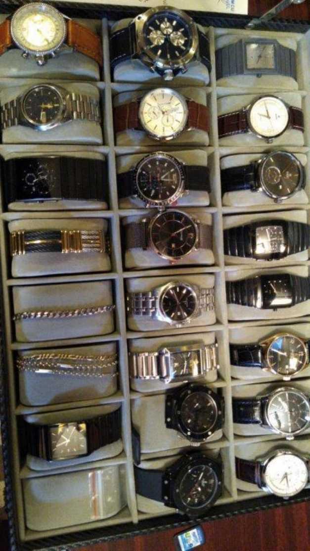 Percheziţii la Serviciul Permise Suceava. S-au confiscat ceasuri, brăţări, pandantive și mașini de lux