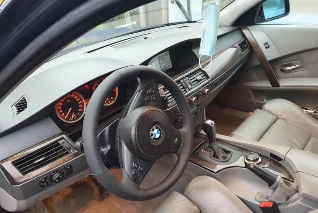"""BMW-ul cu cel mai mare kilometraj de pe autovit.ro nu e ieftin deloc. Are """"Faruri în curbă. Keyless go. Direcție asistată"""""""