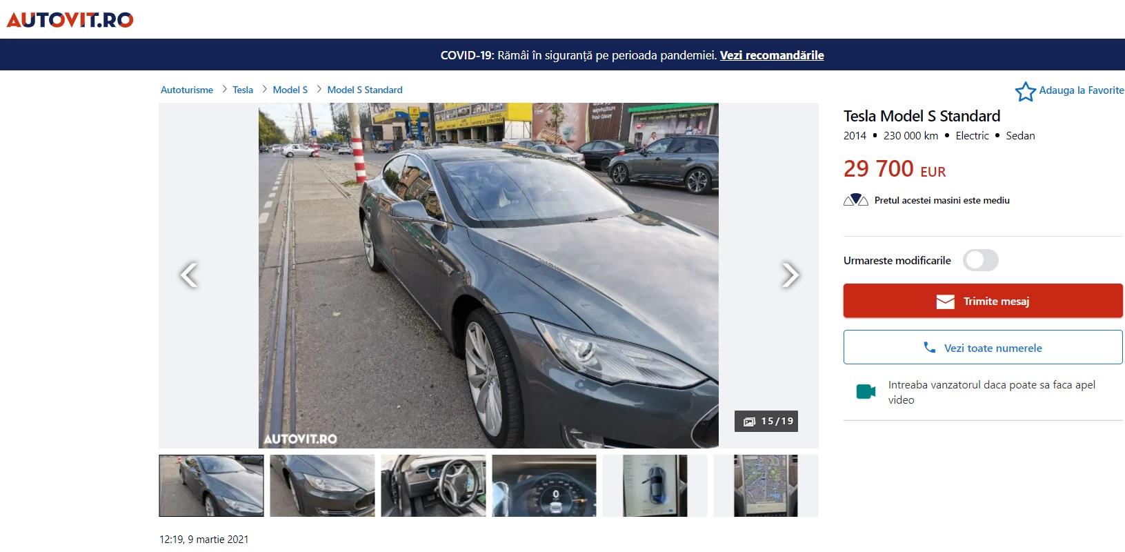 """Cel mai nepotrivit loc unde să faci poze la o mașină. """"Shooting"""" cu o Tesla chiar pe linia de tramvai - FOTO"""
