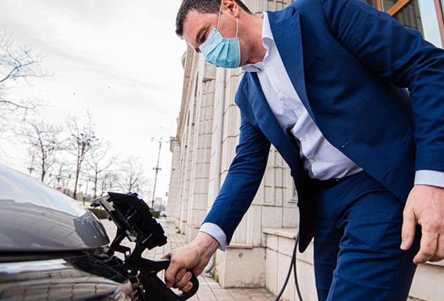Ministrul Mediului a testat Dacia Spring