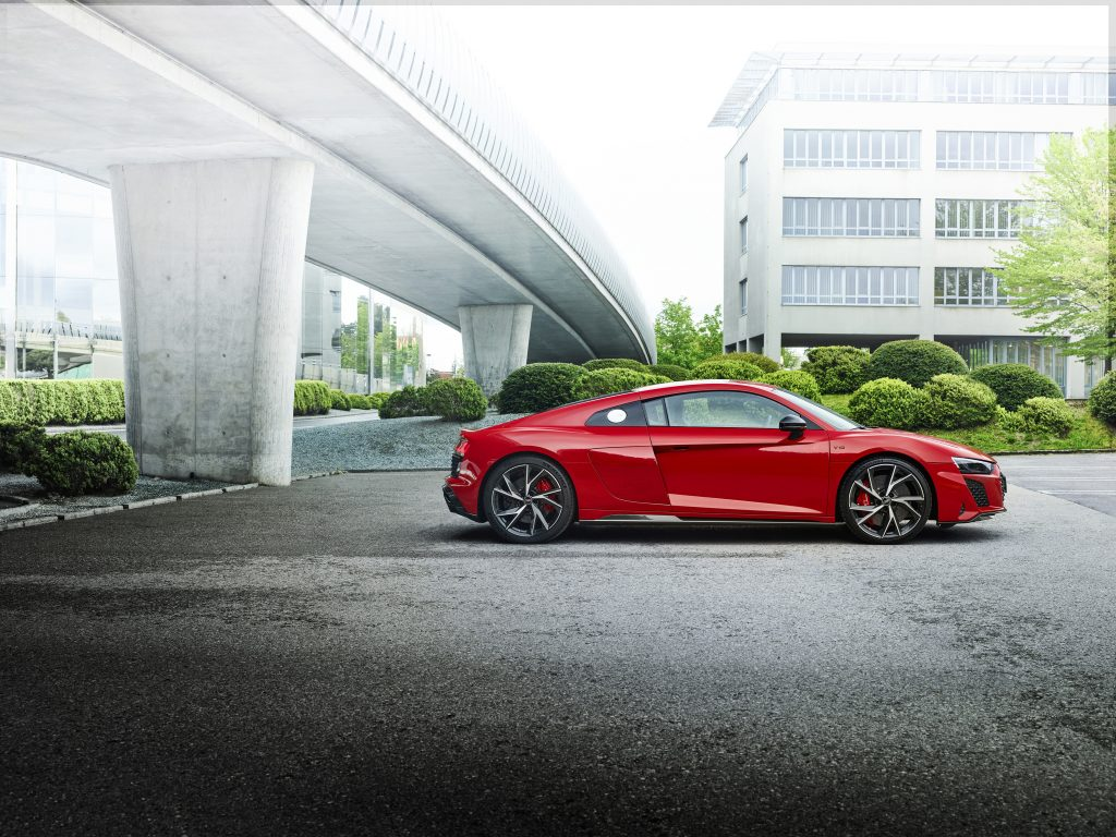 Audi R8 V10 efficiency RWD, noul vârf de lance al automobilelor sport cu tracțiune spate thumbnail